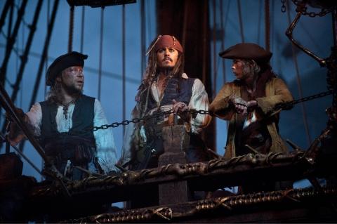 кадры из фильма Пираты Карибского моря: На странных берегах Стивен Грэм, Джонни Депп, Робби Кэй,