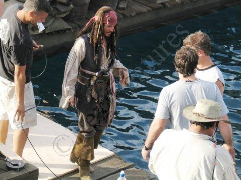 со съемок Пираты Карибского моря: Сундук мертвеца Джонни Депп,