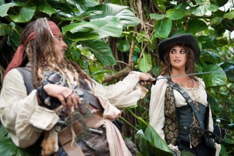 кадры из фильма Пираты Карибского моря: На странных берегах Джонни Депп, Пенелопа Крус,