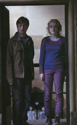кадры из фильма Гарри Поттер и Дары Смерти: Часть вторая Дэниэл Рэдклифф, Эванна Линч,
