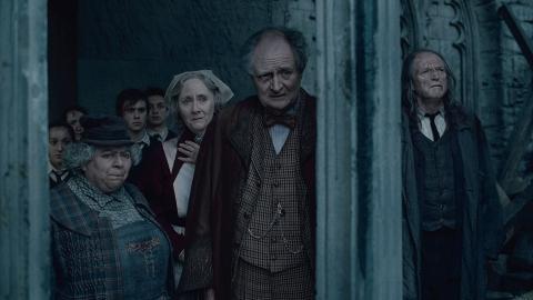 кадры из фильма Гарри Поттер и Дары Смерти: Часть вторая Мириам Марголис, Джемма Джонс, Джим Бродбент, Дэвид Брэдли,