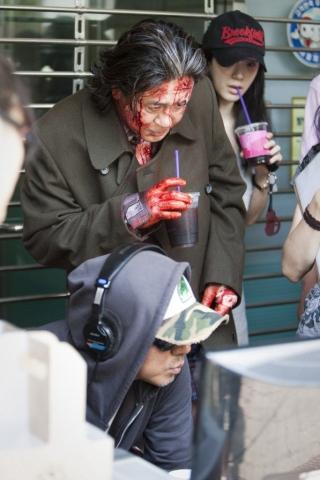 со съемок Я видел дьявола Мин Сик Чхве, Ким Чжи Ун,