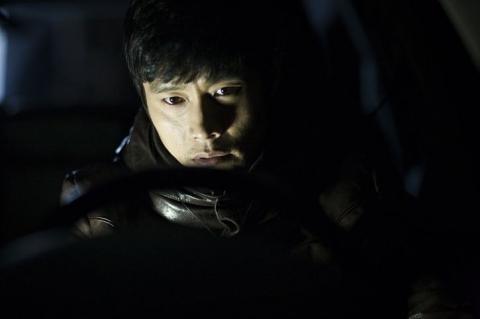 кадры из фильма Я видел дьявола Бён Хон Ли,