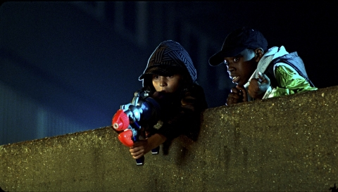 кадр №84804 из фильма Чужие на районе