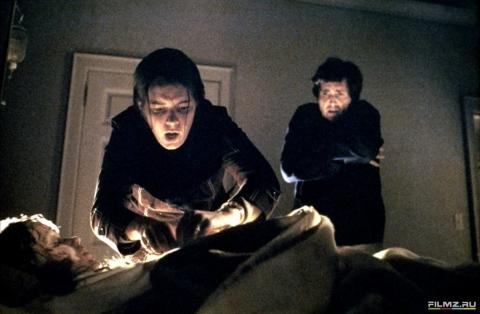 кадры из фильма Изгоняющий дьявола Эллен Берстин, Линда Блэйр, Джейсон Миллер,