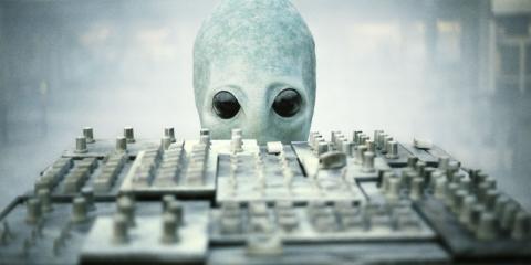 кадры из фильма Инопланетный ремонтник*