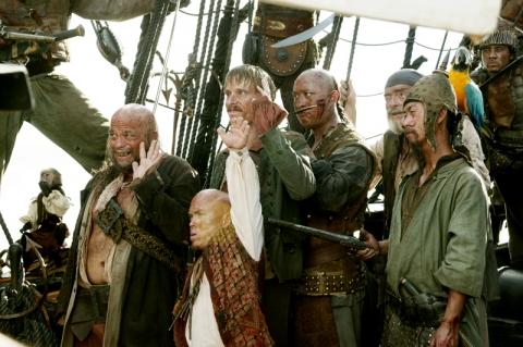 кадры из фильма Пираты Карибского моря: На краю света Дэвид Бэйли, Ли Арэнберг, Маккензи Крук, Мартин Клебба,