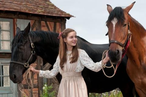 кадры из фильма Боевой конь Селин Бакенс,
