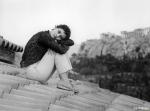 Девушка на мосту кадры