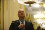 Брюс Уиллис получил Орден командора искусств и словесности Франции кадры