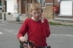 Мальчик с велосипедом кадры