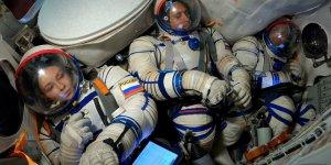 Клим Шипенко и Юлия Пересильд официально стали первыми кинематографистами в космосе